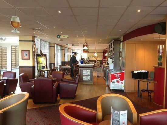 Ibis Mons Centre Gare : Bar & Cafe