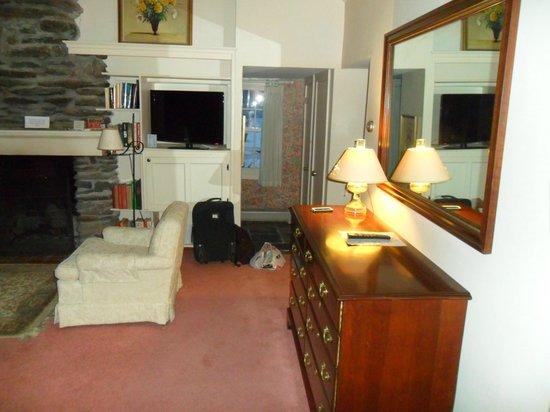Inn at Sawmill Farm: Living room