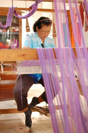 Secret Garden Chiang Mai: Weaving workshop on one of our bike rides. The ladies were so friendly!