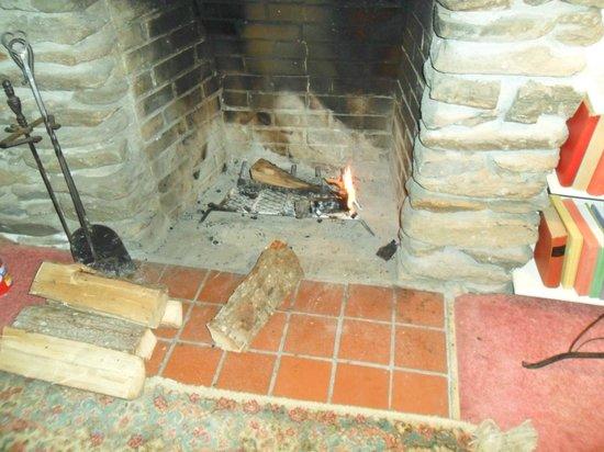 Inn at Sawmill Farm: The fireplace