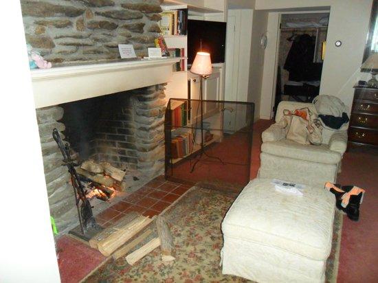 Inn at Sawmill Farm: The living room
