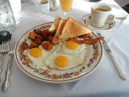 Inn at Sawmill Farm: Breakfast