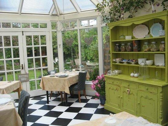 The Hamptons Guest House : The veranda for breakfast overlooks the garden
