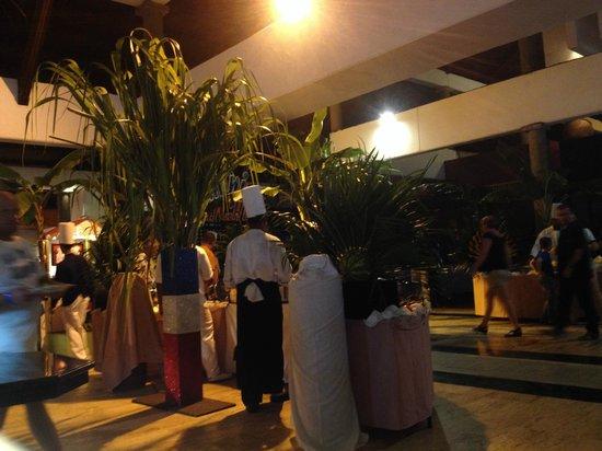 Bavaro Princess All Suites Resort, Spa & Casino: Noche latina en el comedor