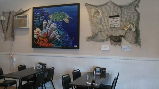 Sharkbite Bar & Grill: Inside wall decor