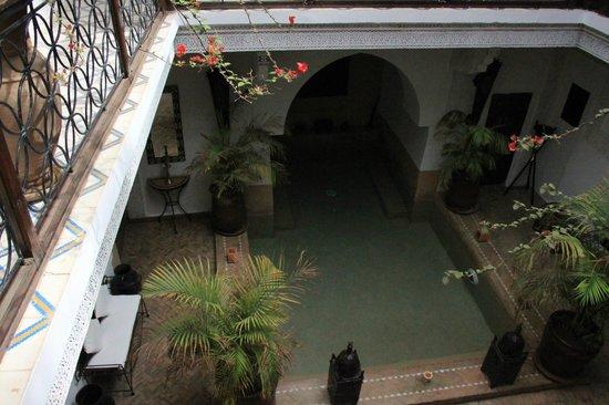 Riad Les Nuits de Marrakech: piscina