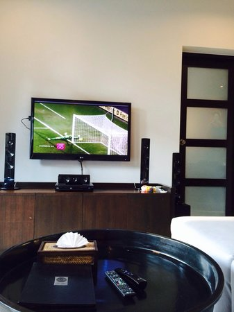 Two Villas Holiday Oriental Style Naiharn Beach : Tv area. Equipped with LG smart tv. Remember to bring cables to connect to your tablet- Onxy sty