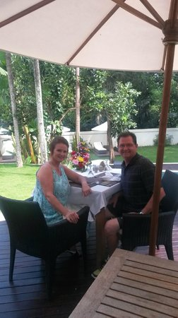 Villa Kaina: A special lunch. Notice the flowers they provided.