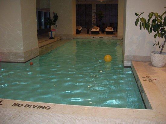 The Ritz-Carlton, Toronto: pool