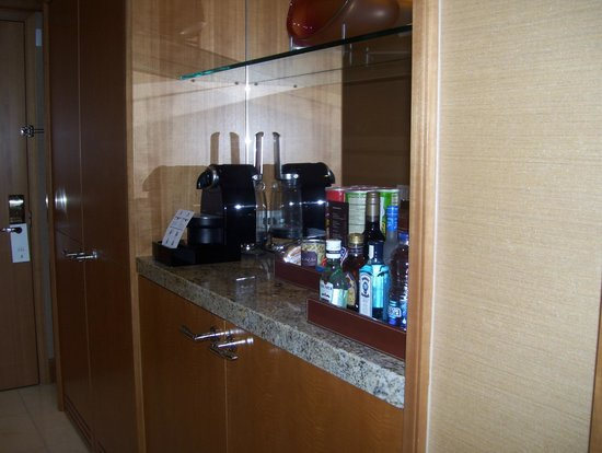 The Ritz-Carlton, Toronto: snack corner