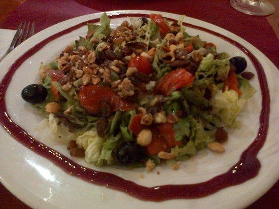 La Cuineta: Rica y variada ensalada