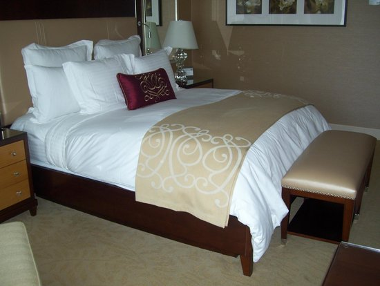 The Ritz-Carlton, Toronto: comfie bed