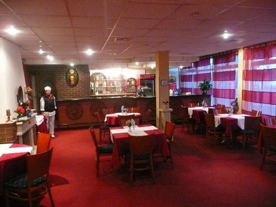Airport Hotel Consul: Restaurant Hall