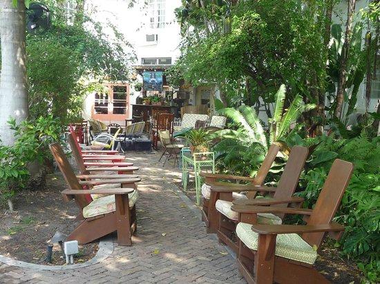 Freehand Miami: Un jardin fleuri et agréable
