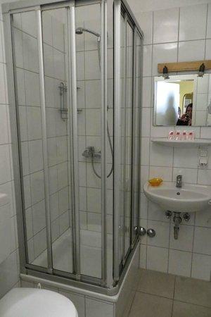Achterbahn Hotel: Ванная комната номера Gluck