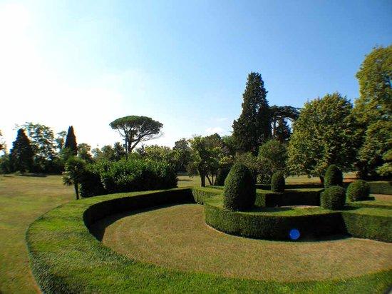Domaine du Pegulier: Le parc de 3 ha
