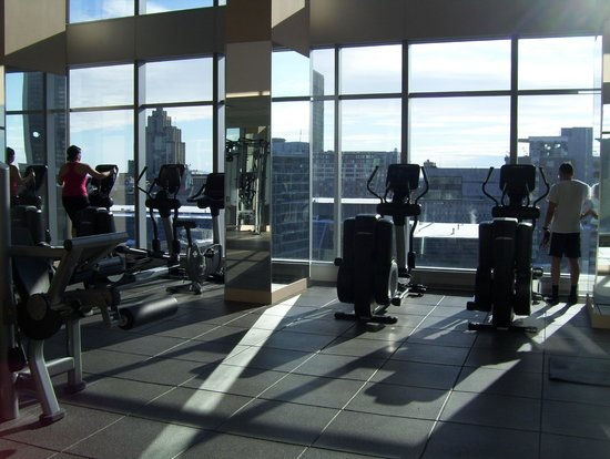 Courtyard Montreal Downtown : great gym and view