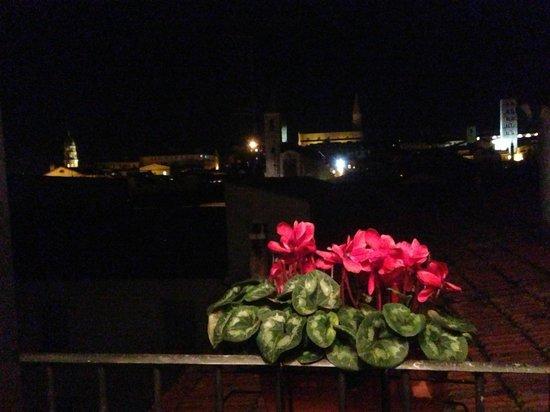 Hotel Portici: Vista notturna dalla camera