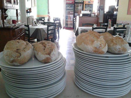 Ristorante Pizzeria Apollo: Profumo di forno mattutino