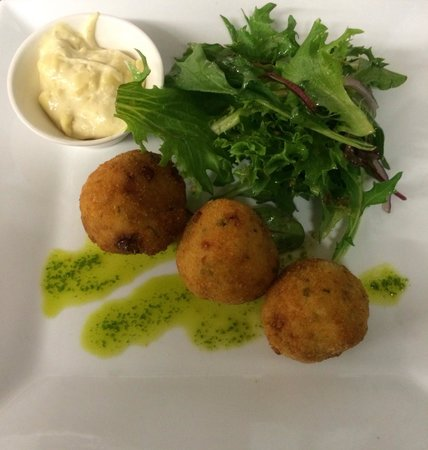 St Mounts Boutique Hotel & Trattoria: Red pepper & Persian fetta arancini