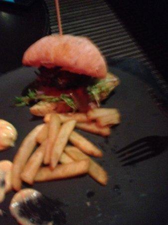 First Hotel Grims Grenka : Burger in bar