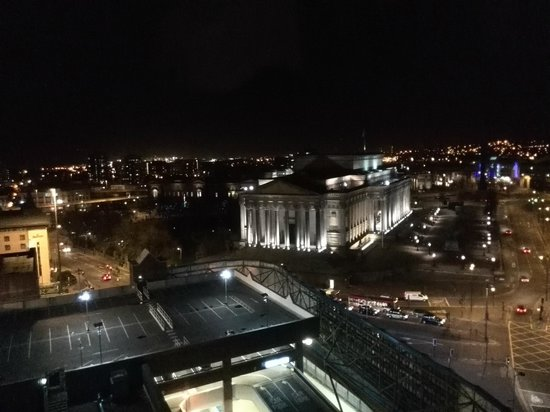Holiday Inn Liverpool City Centre: room view at night   room 904