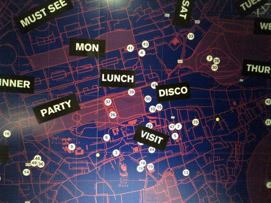 Grassmarket Hotel : Funky fun w a map of the city