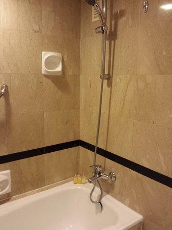 PARKROYAL on Beach Road: Bathroom