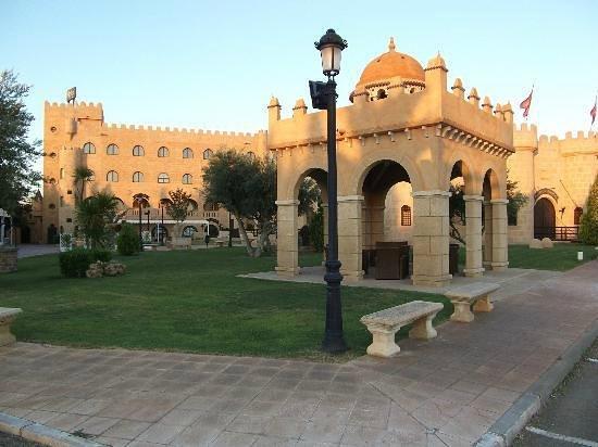 Hotel Castillo Bonavia: Magnifico con fuentes y jardines