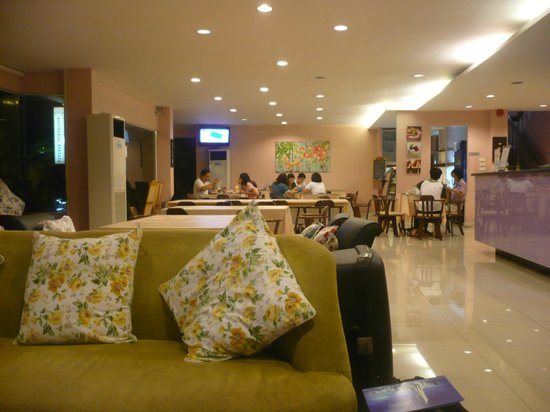 Vista Residence Bangkok: Ontbijt- en zitruimte