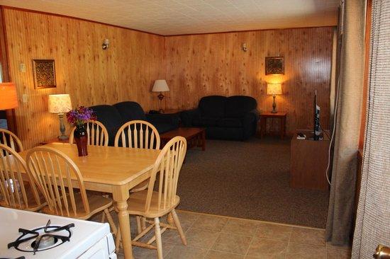 Flamingo Resort on Lake George: 3 bedroom for 8 - Flamingo East