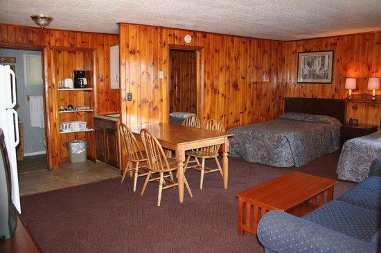 Flamingo Resort on Lake George: 2 bedroom for 6 - Flamingo West