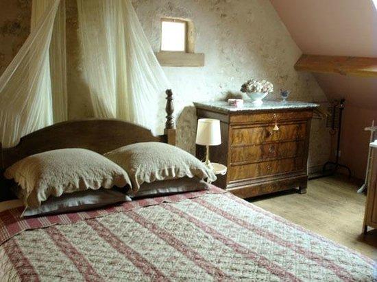Saint Mard de Reno, France : La chambre de grand-mère, super mignonne.