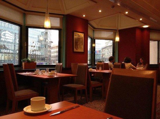 Mercure Budapest Korona Hotel: Breakfast