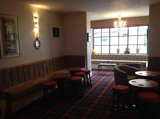New Valron Hotel: bar