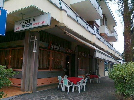 Pizzeria Manzoni: entrata esterna