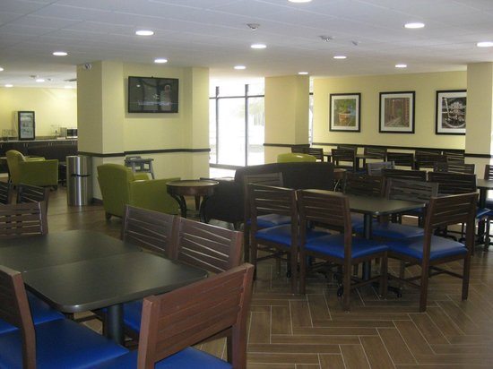 Holiday Inn Express Griffith Hall on Fort Gordon (An IHG Army Hotel): Breakfast Room