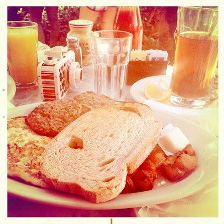 News Cafe: Breakfast - Turkey Patties, Eggs and Toast
