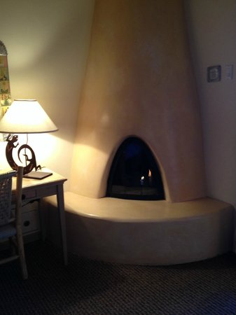 Inn on the Alameda: Loved the fireplace!