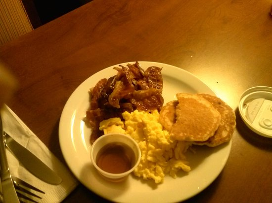 Embassy Suites by Hilton Atlanta - Airport: Embassy Typical Breakfast