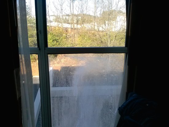 Embassy Suites by Hilton Atlanta - Airport: Frosted Window on 5th floor
