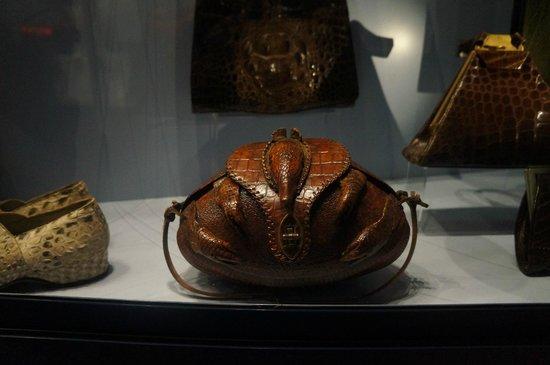 Museum of Bags and Purses: Разнообразные сумки из кожи разных зверей и змей