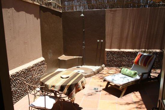 Awasi Atacama - Relais & Chateaux : Outdoor shower of Retangular Suite