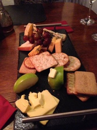 The Crown Country Inn: Cheeseboard a la Crawford!