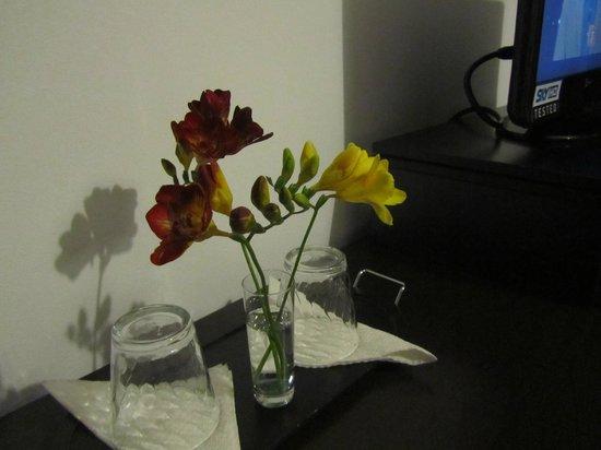 B&B Villa Adriana: accoglienza con fiori freschi in camera