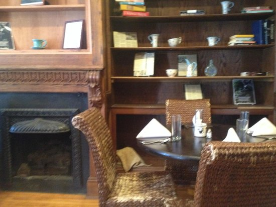 Blue Rooster Bakery and Cafe: Fireplace in one of the dining rooms