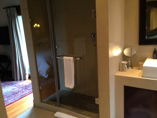The Residence Boutique Hotel: Shower