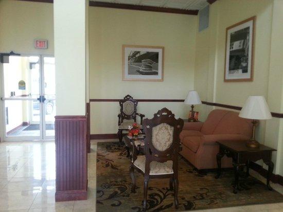 Executive Inn - Park Avenue Hotel: front lobby