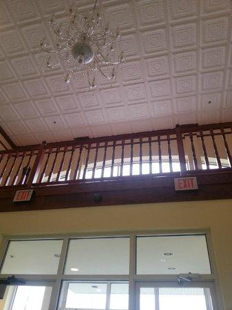 Executive Inn - Park Avenue Hotel: front lobby- cool ceiling