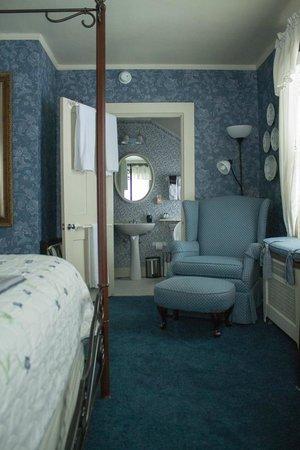 Chestnut Street Inn : Blue Room Bathroom